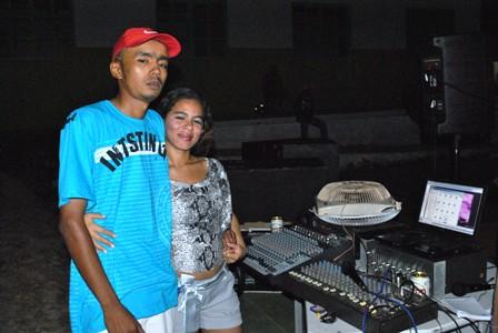 DJ Experiência e sua esposa Sandy Xavier