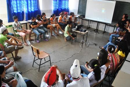 Apresentação das ações do Ponto de Cultura Pixaim (CUFA-MT) para os alunos da escola Zélia Costa