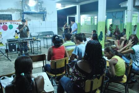 DJ Japah2 (CUFA-MT) apresentando a arte da discotecagem para crianças,jovens e pessoas de melhor idade
