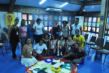 Neusa Baptista (em pé a segunda da direita para esquerda) com professores e formadores