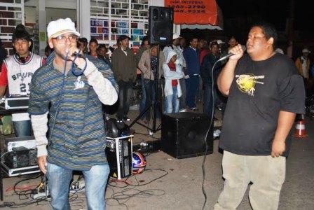 Rapper Linha Dura em apresentação na Feirinha Cultural