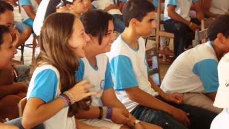 Alunos da escola estadual Irmã Lucinda Fachinni da cidade de Diamantino animados com as atividades