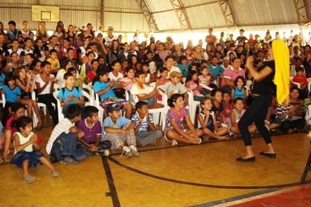 """Apresentação da Peça Teatral """"Cabelo Ruim?"""" na escola Coronel Artur Borges em Rosário Oeste"""