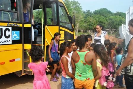 Chegada de alunos e professores da Escola Municipal Antônio Lino de Várzea Grande no CECC