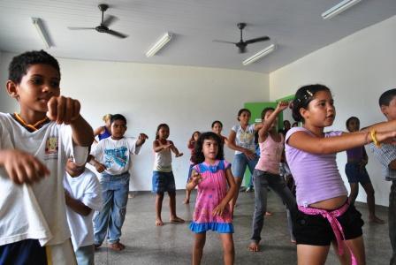 Criançada na oficina de Dança no Centro Esportivo e Cultural CUFA Cuiabá