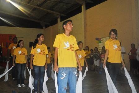 Grupo de dança Chamados por Deus se preparando para apresentação