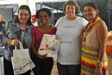 Da esquerda para a direita: Profª Rosa Neide (Secretária de Educação-MT),Neusa Baptista (CUFA-MT), Profª Eliane (Coord. E.E.Bela Vista) e Profª Maria Rosa (Dir. E.E Manoel Corrêa de Almeida)