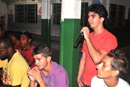 Henrique Carvalho expondo sua opinião no Fórum