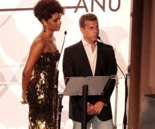 Apresentadores do evento: Juliana Alves e Luciano Huck