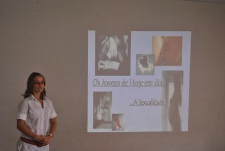 Enfermeira Damiani Bess em palestra sobre sexualidade
