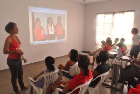 Neusa Baptista apresentando os Projetos da CUFA-MT