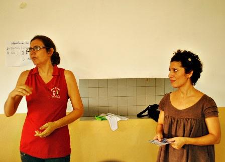Rosecléia Aparecida (à esquerda) falando sobre os benefícios do projeto