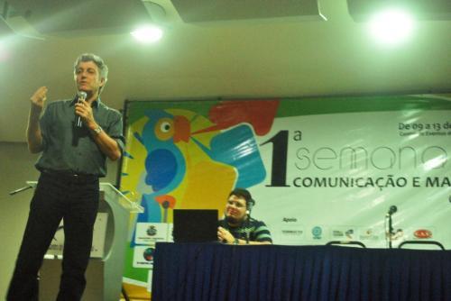 Caco Barcelos falando sobre Jornalismo Investigativo
